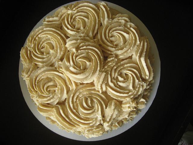 decoración torta merengue lúcuma