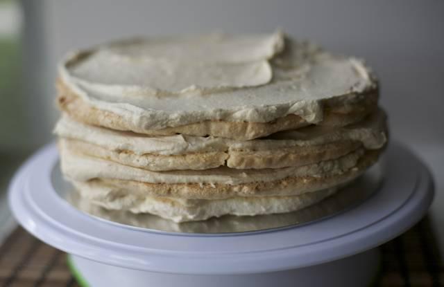 paso a paso torta merengue lúcuma