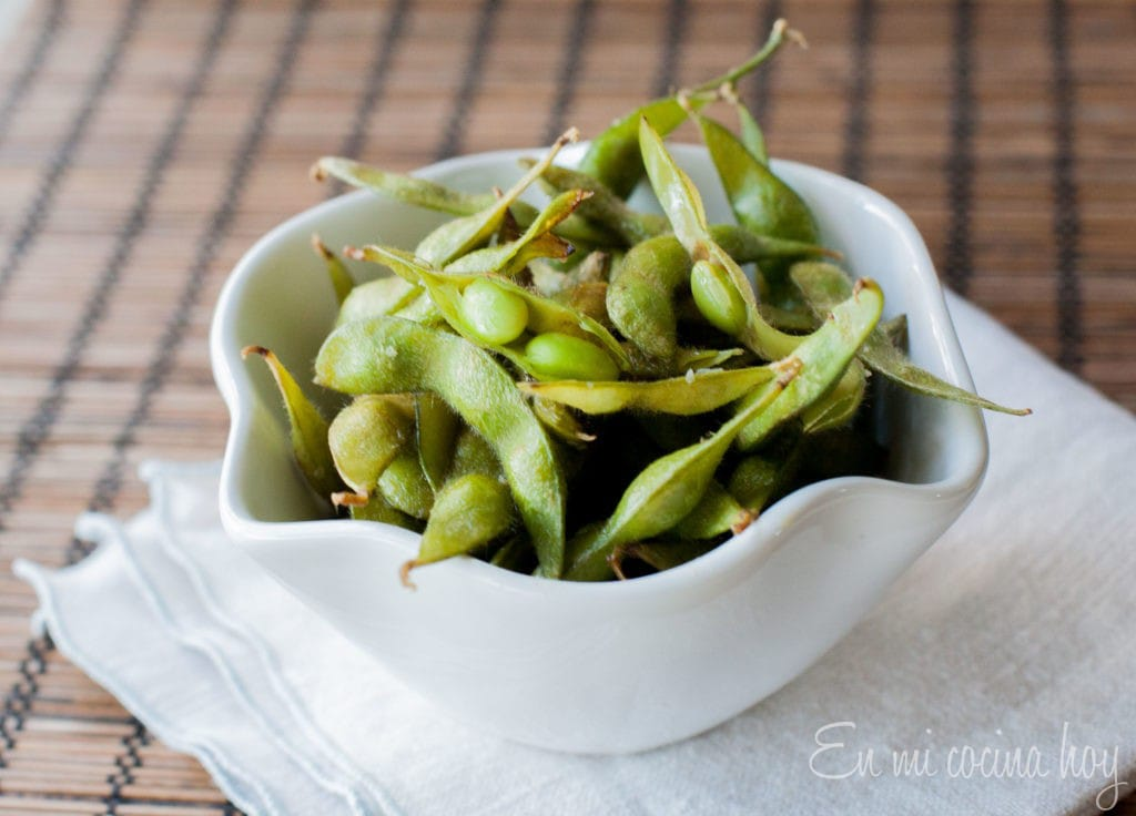 Baked edamame for snacking