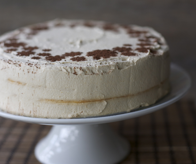 Lucuma-meringue-cake