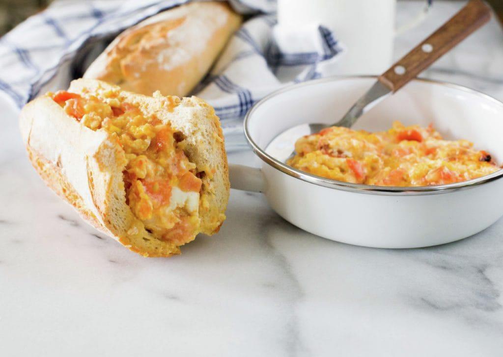 huevos-revueltos-tomate-queso-6